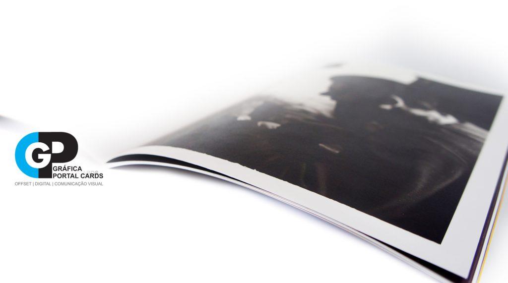 impressao-de-trabalho-universitario-com-dobra-e- grampo