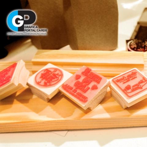 Carimbos de madeira personalizados com logotipos