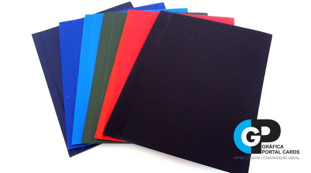 foto de capa dura para encadernação nas cores preta, vermelha, verde, azul royal, azul marinho